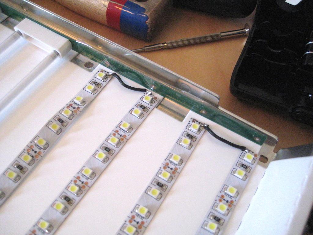 Reparaturhilfe für große Alu Cinema Displays (2. Update) | 53 Cent